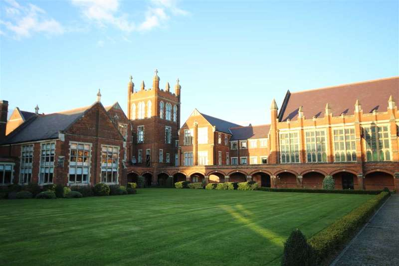 1 Bedroom Flat for sale in Washington House, Royal Connaught Park, Bushey, WD23