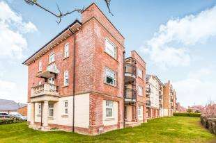 2 Bedrooms Flat for sale in Christchurch Place, Eastbourne, East, Sussex