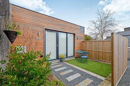 2 Bedrooms Bungalow for sale in Redannick Crescent, Truro, Cornwall