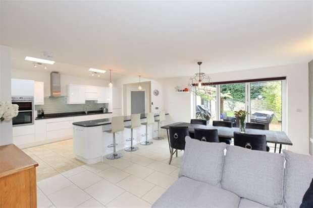 4 Bedrooms Detached House for sale in Marston Road, Frome
