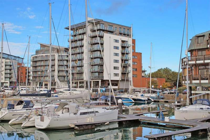 2 Bedrooms Flat for sale in Channel Way, Southampton, SO14