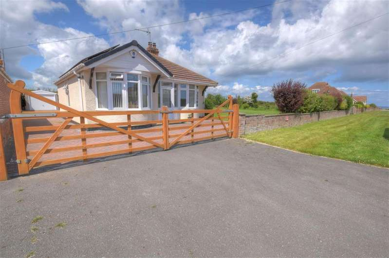 3 Bedrooms Detached Bungalow for sale in Thornwick Road, Flamborough, Bridlington, YO15 1BB