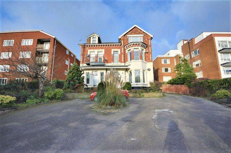 2 Bedrooms Apartment Flat for sale in Albert Road, Southprt