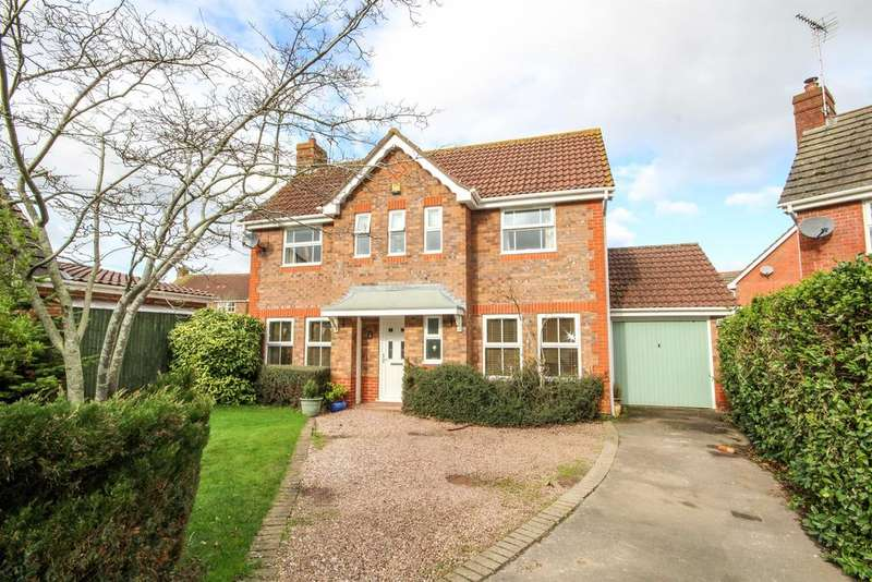 3 Bedrooms Detached House for sale in Longs View, Charfield, GL12 8HZ