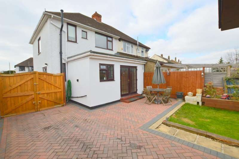 3 Bedrooms Semi Detached House for sale in Hollybush Road, Vauxhall Park, Luton, LU2 9HG