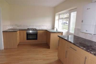 3 Bedrooms Terraced House for rent in Moorfields, Holywell