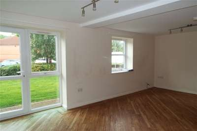 2 Bedrooms Flat for rent in Cheltenham Court - Middleton St George