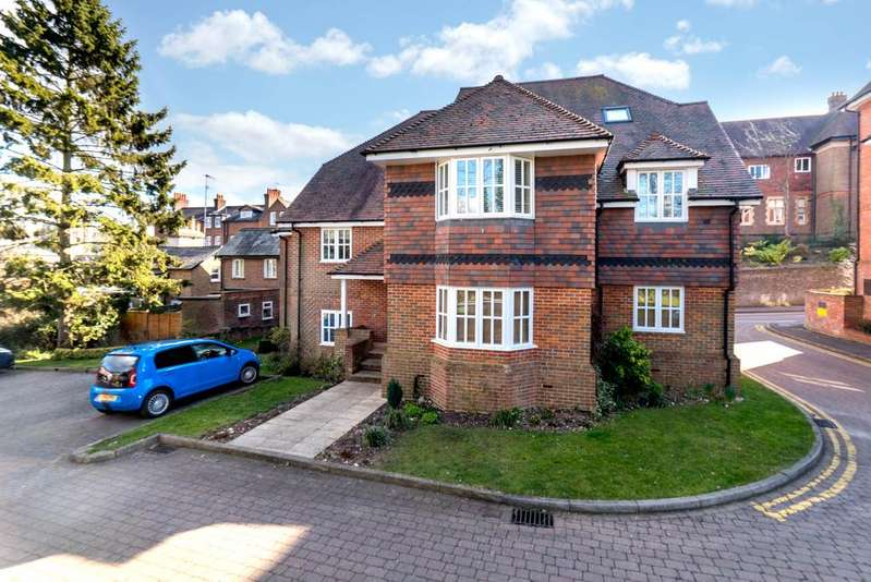 2 Bedrooms Apartment Flat for sale in Deans Lawn, Chesham Road, Berkhamsted HP4