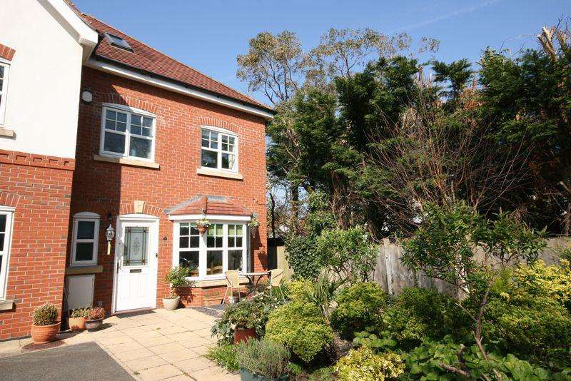 4 Bedrooms Town House for sale in Gannock Mews, Conwy