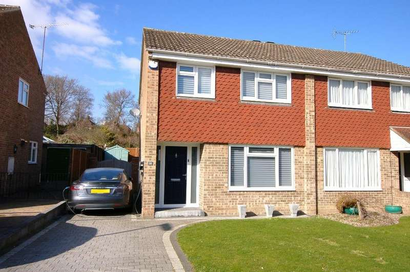 3 Bedrooms Semi Detached House for sale in Yaverland Drive, Bagshot