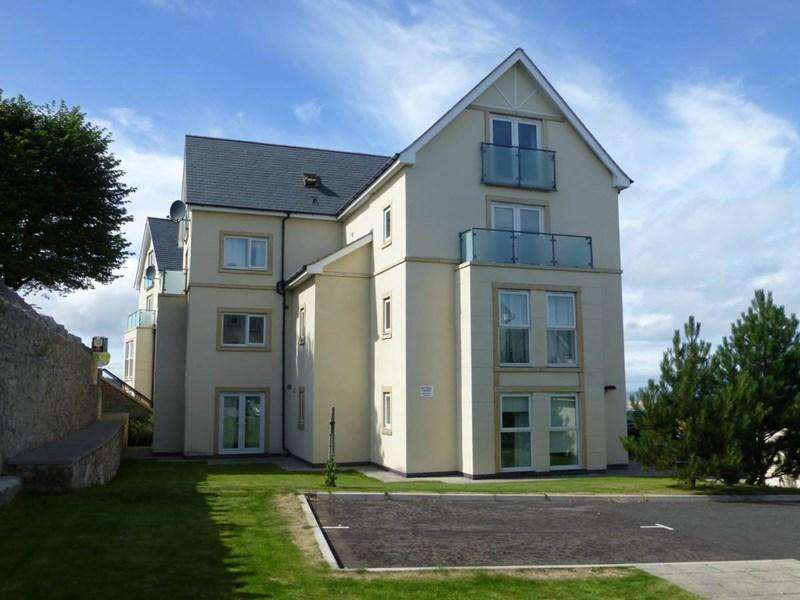 2 Bedrooms Apartment Flat for sale in 52 Penmaen Bod Eilias, Old Colwyn