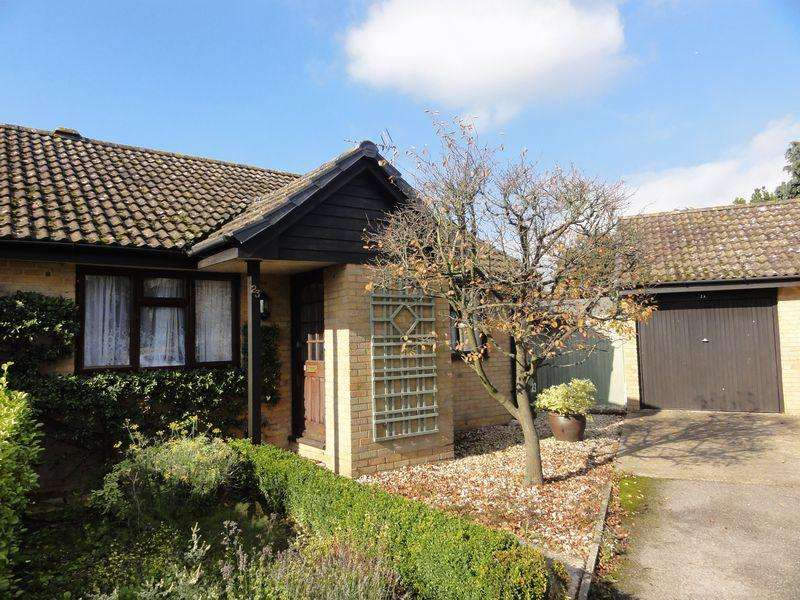 2 Bedrooms Bungalow for rent in Stanton Close, Cranleigh