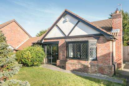 3 Bedrooms Bungalow for sale in St. Andrews Road, Colwyn Bay, Conwy, North Wales, LL29