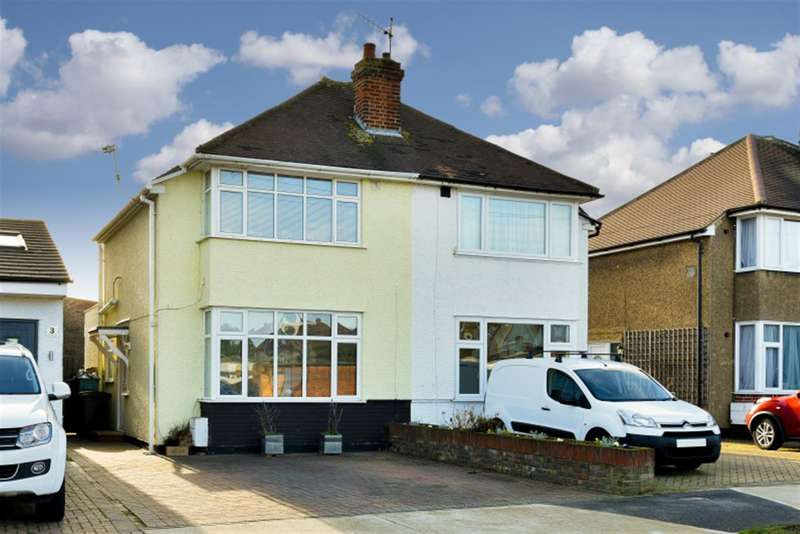 2 Bedrooms Property for sale in Oakcroft Villas, Chessington