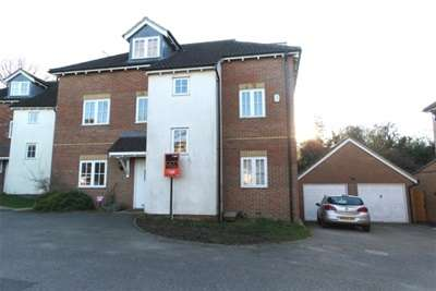 4 Bedrooms Detached House for rent in Prower Close, Billericay