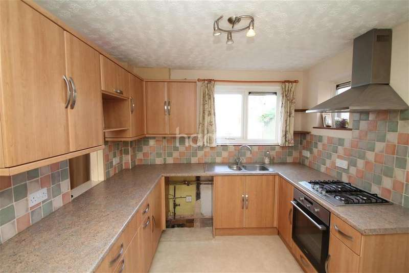3 Bedrooms Semi Detached House for rent in Gloucester road