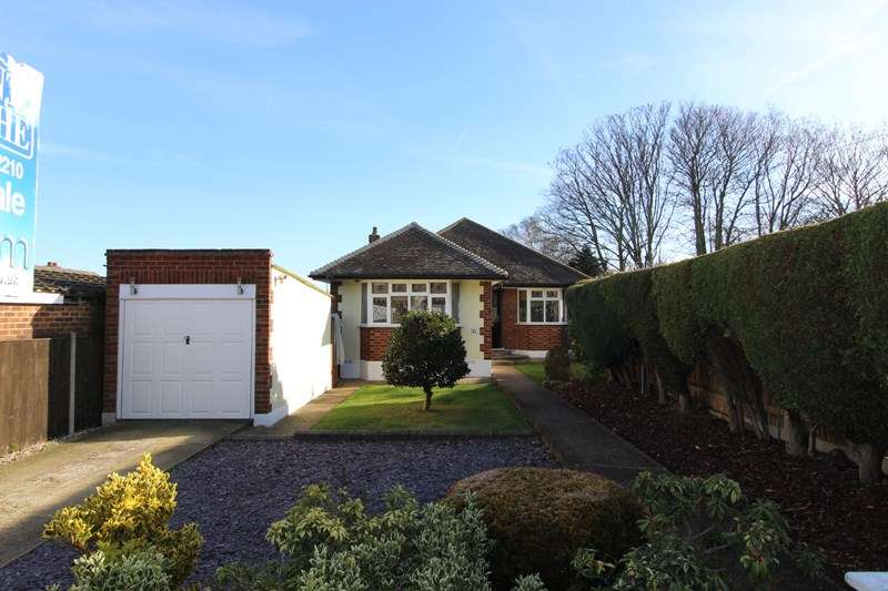 2 Bedrooms Detached Bungalow for sale in Linksway, Leigh-On-Sea