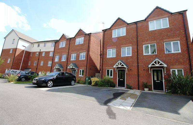 4 Bedrooms Semi Detached House for sale in Magazine Road, Bromborough