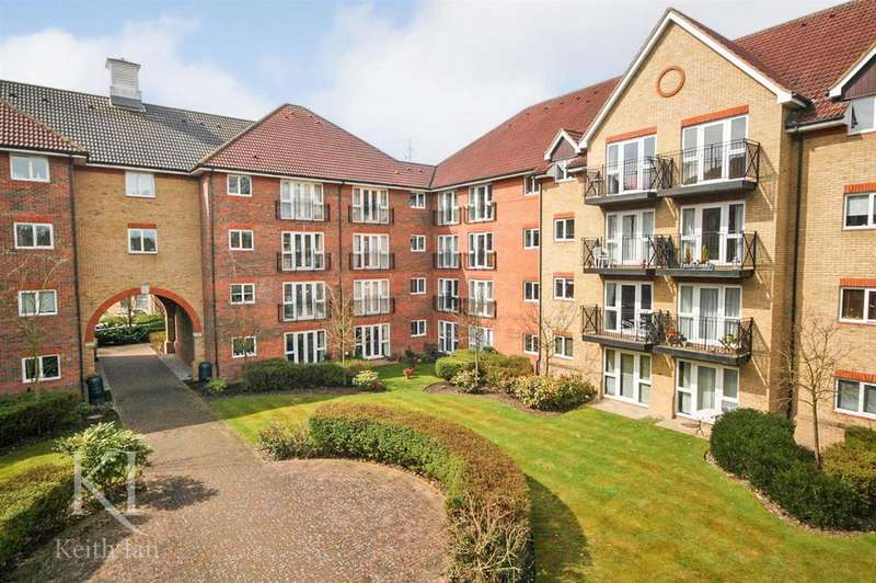 2 Bedrooms Apartment Flat for sale in Sutton court, Ware - Balcony with River View