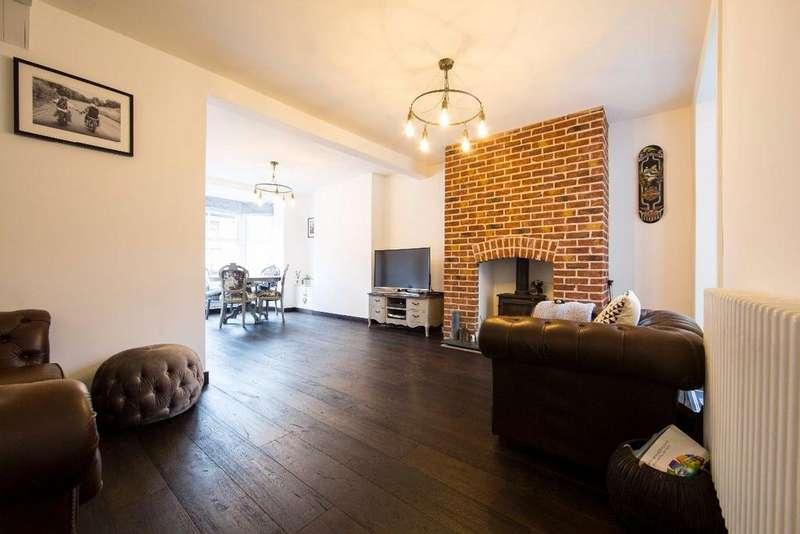 3 Bedrooms Terraced House for sale in Hylton Terrace, Bedlinog, CF46 6RG