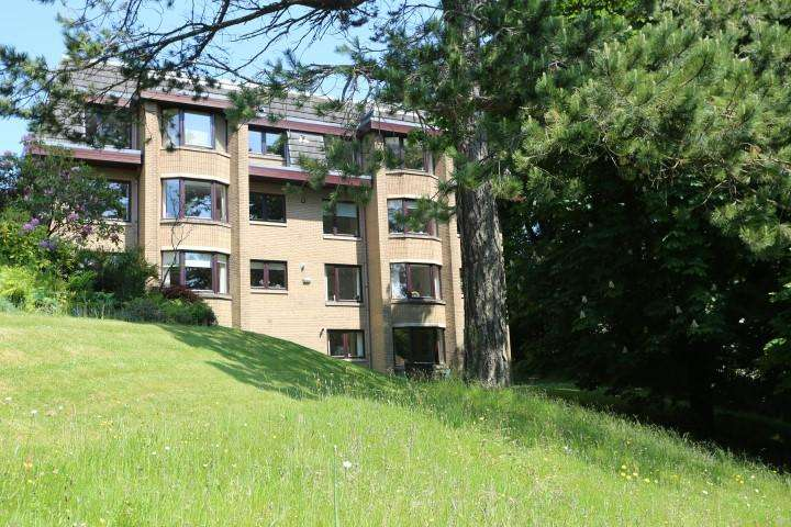 3 Bedrooms Flat for sale in 6 St Germains, Bearsden, G61 2RS