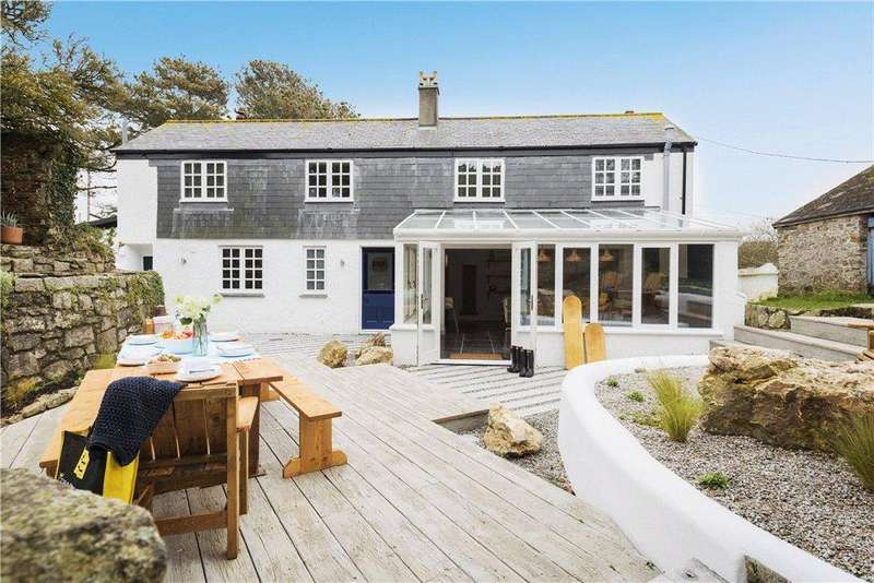 5 Bedrooms House for sale in Tregurrian, Watergate Bay, Cornwall