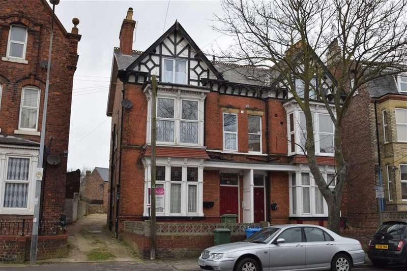 3 Bedrooms Flat for sale in Trinity Road, Bridlington, East Yorkshire, YO15