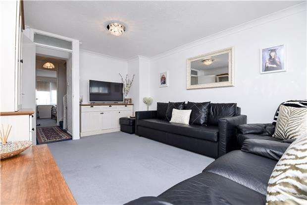 3 Bedrooms Terraced House for sale in Illingworth Close, MITCHAM, Surrey, CR4