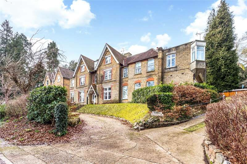 2 Bedrooms Flat for sale in Underwood Road, Caterham, Surrey, CR3