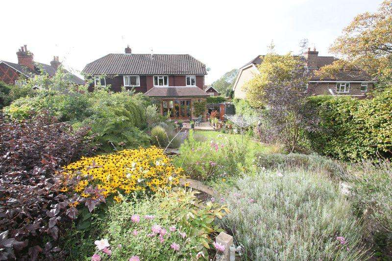 3 Bedrooms Semi Detached House for sale in Queen Street, Gomshall