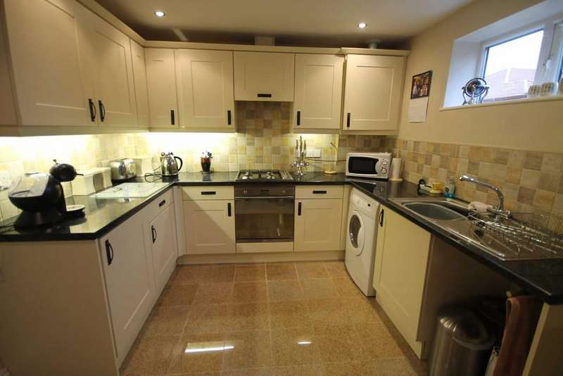 2 Bedrooms Apartment Flat for sale in Falinge Manor Mews, Rochdale
