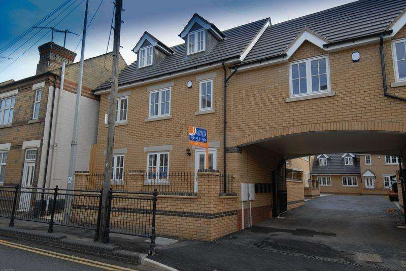 3 Bedrooms House for rent in The Courtyard, High Street, Higham Ferrers