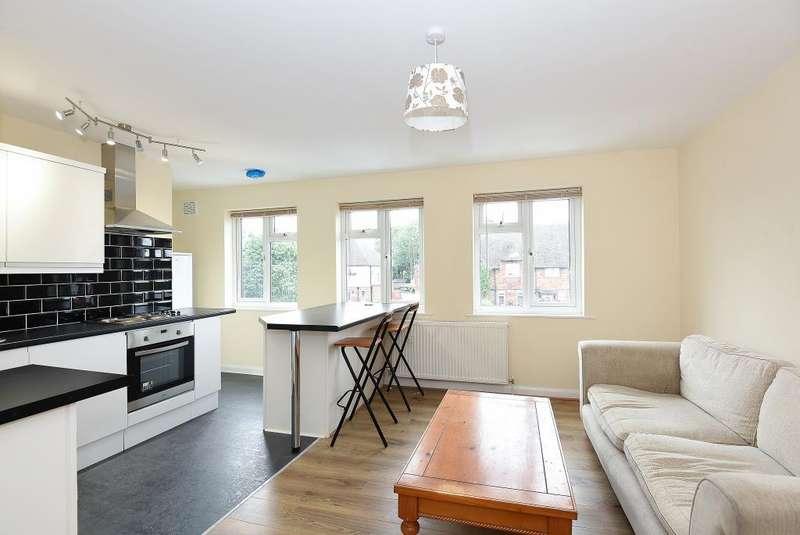 2 Bedrooms Maisonette Flat for rent in Nursery Road, Sunbury-On-Thames, TW16