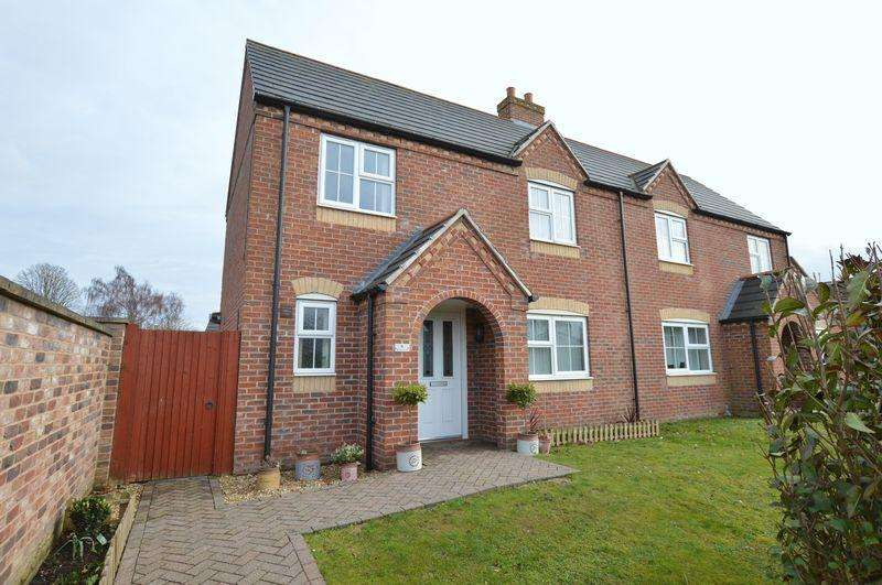 3 Bedrooms Semi Detached House for sale in 4 Brulon Close, Tattershall