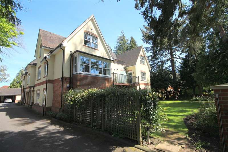3 Bedrooms Flat for rent in Tower Road, Branksome Park, Poole