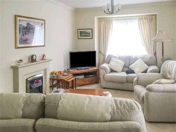 1 Bedroom Flat for sale in Branksomewood Road, Fleet, Hampshire
