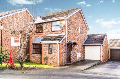 3 Bedrooms Detached House for sale in Dales Brow Avenue, Ashton Under Lyne, Greater Manchester