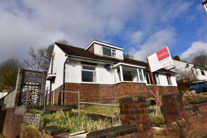 3 Bedrooms Bungalow for sale in Leopold Road, Revidge, Blackburn, Lancashire
