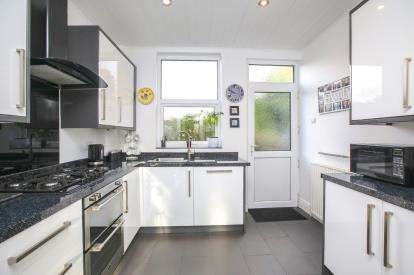 4 Bedrooms Semi Detached House for sale in Moorland Road, Woodsmoor, Stockport, Cheshire
