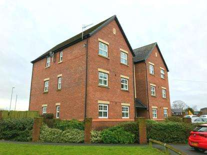2 Bedrooms Flat for sale in Queens Court, Regency Walk, Middlewich, Cheshire