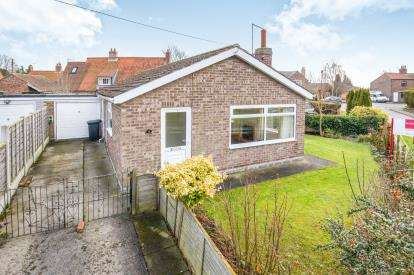 2 Bedrooms Bungalow for sale in North Lane, Wheldrake, York, North Yorkshire