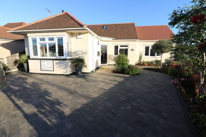 3 Bedrooms Detached House for sale in Hampton Gardens, Southend-On-Sea