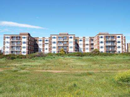 3 Bedrooms Flat for sale in 65 Sea Front, Hayling Island, Hampshire