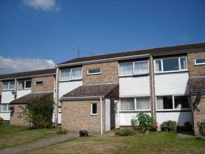 2 Bedrooms Flat for rent in Wallace Close, Woodley