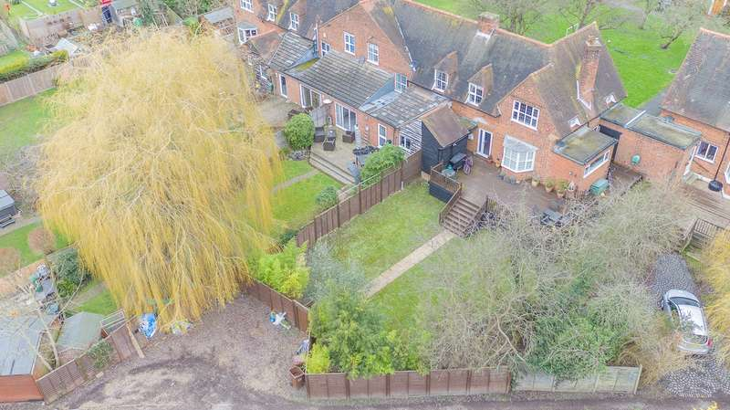 3 Bedrooms End Of Terrace House for sale in The Orchard, Welwyn Garden City, AL8