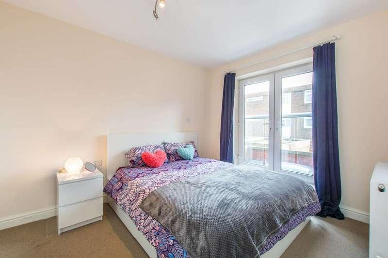 2 Bedrooms Flat for rent in Childebert Road, Heaver Estate, SW17