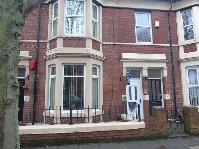 3 Bedrooms Property for sale in Queen Alexandra Road, North Shields, Tyne and Wear, NE29 9AR