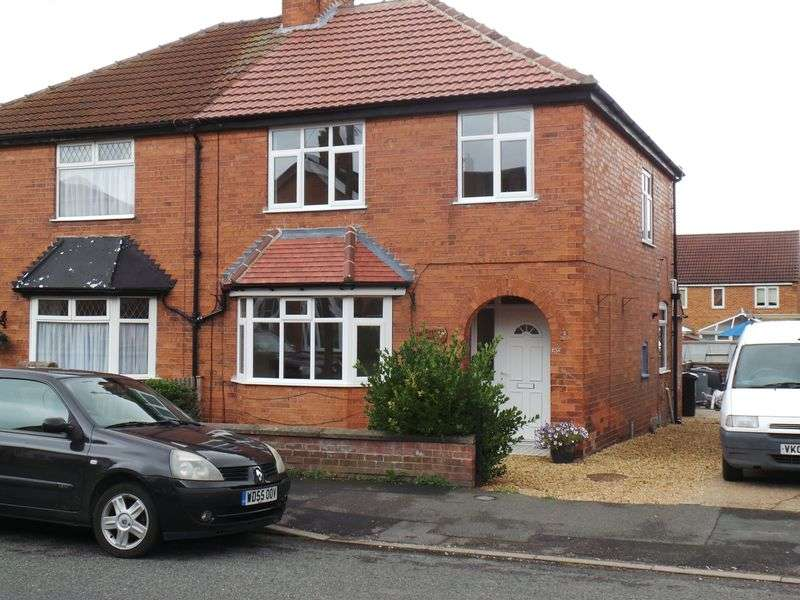 3 Bedrooms Semi Detached House for rent in Huntingtower Road, Grantham