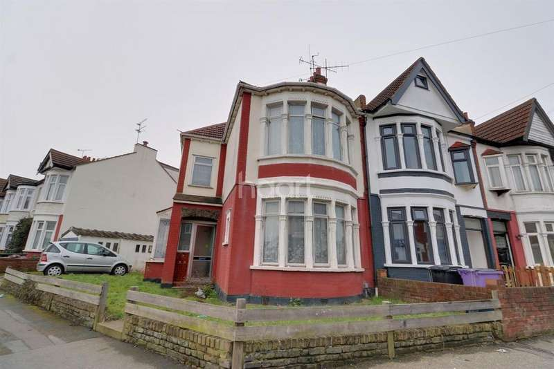4 Bedrooms Semi Detached House for sale in West Road, Westcliff on Sea