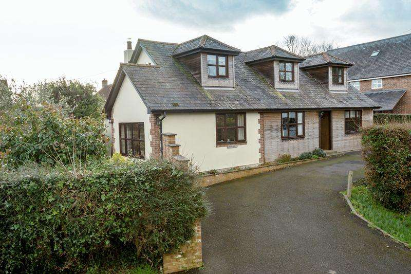 5 Bedrooms Detached House for sale in Chestnut Walk, Tangmere